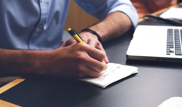 Why You Should Still Sometimes Use Handwritten Messages for Business Communications
